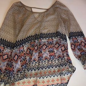 tan Blu pepper blouse sz LG